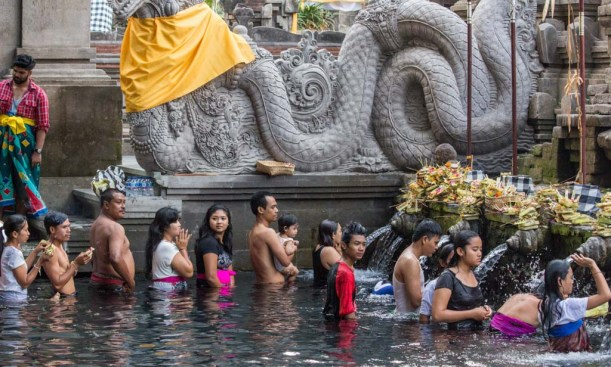 Queuing at the holy spring