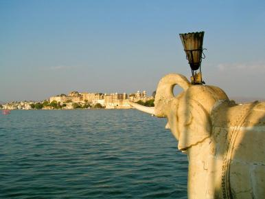 Shiv Niwas Palast vom See aus gesehen