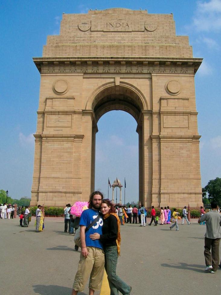Franka und Steffen am India-Tor in Delhi