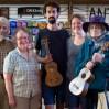 Gary & Eve von Hobgoblin Music laden uns nicht nur ein, zum Abschied gibt es auch noch eine Ukulele! Ihr klang erfreut nun uns und unsere weiteren Gastgeber auf unserer weiteren Reise