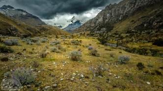 Mit Regenwolken eigentlich noch spektakulärer: Die unendliche Einsamkeit des Huascarán Nationalparks.