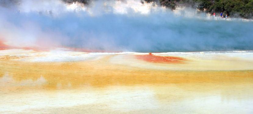 Geothermaler Highway: Prächtige Farben, übler Geruch