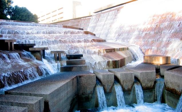 Fort_Worth_Water_Gardens