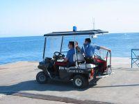 Auf Stromboli sind nur Elektrofahrzeuge zugelassen. Auch die Polizei fährt elektrisch. Wenn da mal die Batterie leer ist...
