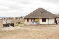 Die Hütte des Vereins ist nach traditionellen Vorgaben der Xhosa gebaut, nur um einiges größer