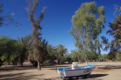 Am Grund des Swakop-River steht dieser Kahn. Ob der jemals schon Wasser gesehen hat, ist nicht überliefert.