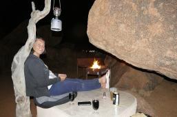 In unserer Felshöhle haben wir es uns am Abend gemütlich gemacht.