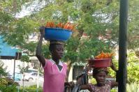 Für den kleinen Hunger zwischendurch kann man von Straßenhändlern frisches Obst und Gemüse kaufen.