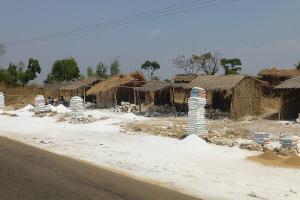 Baustoffe für's Haus gibt es am Straßenrand.