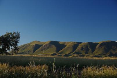 Aus der Ferne ist die Kulisse der Drakensberge schon deutlich zu sehen...