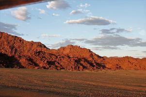 Was zunächst wie eine Notlandung in der Wüste aussah, erwies sich als handfeste Achterbahnaktion.