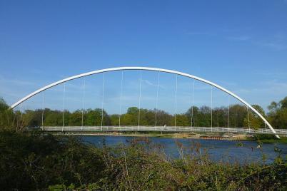Eigentlich nur eine Brücke über die Mulde in Dessau, das Interessante an ihr ist der Spitzname: Eierschneider.