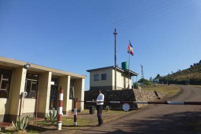 So klein wie die Grenze nach Swasiland ist, hat die Abfertigung trotzdem sehr lange gedauert. Grund waren die Ferien in Südafrika.