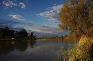 ... es gibt aber auch andere schöne Flecken am Fluss.
