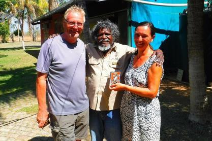 Manuel ist Künstler, Geschichtenerzähler und Didgeridoospieler. Seine Bilder verkaufen sich gut.
