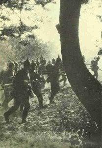 Deutsche Infanterie rückt durch Belgien vor.