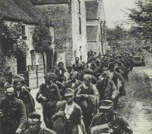 Kolonne deutscher Gefangener von Falaise
