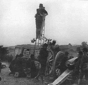 Französdische 75-mm-Kanone im Einsatz