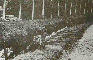 Französische Französische Infanterie deckt ein  Kanalufer