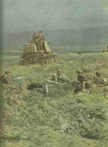 Jagdpanzer mit Begleitinfanterie an der Ostfront