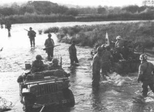 Jeep-Landung an US-Verwundeten überquert die Mosel
