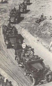 Deutsche motorisierte Truppen überschreiten die polnische Grenze am 1. September 1939.