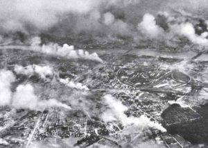 Warschau mit der am rechten Weichselufer gelegenen Vorstadt Praga im Feuer der deutschen Luftangriffe