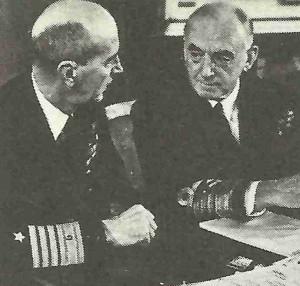 US-Admiral King mit Ersten Seelord Sir Dudley Pound