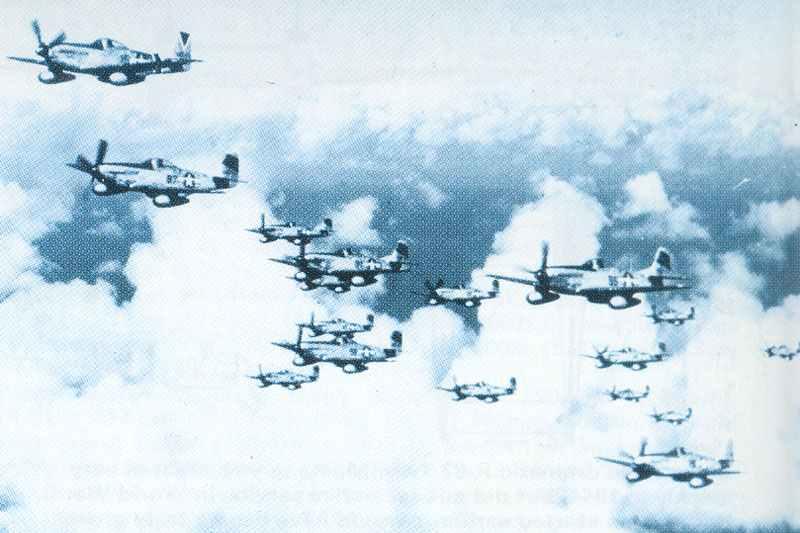 Schwarm von P-51 D Mustangs