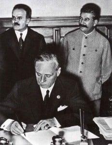 Ribbentrop unterzeichnet deutsch-sowjetischen Nichtangriffspakt
