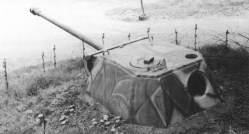 Panther-Panzerturm im Westwall eingebaut