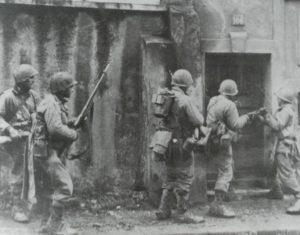 US-Soldaten durchsuchen Häuser in Metz