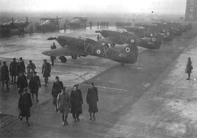 König George VI. besucht RAF-Staffeln in Frankreich