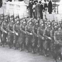 Aufmarsch Infanteriekompanie in Paris 1941