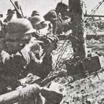 Deutsche Infanterie, bewaffnet mit Karabiner 98K und Stiel-Handgranaten