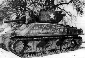 Erster US-Panzer in Bastogne