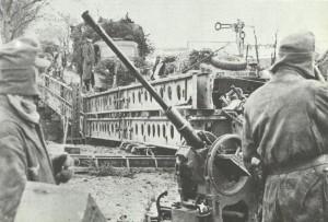 Gesicherte Pionierbrücke