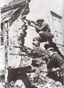 Russische MPi- und MG-Schützen