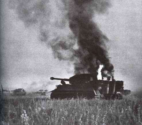 von der sowjetischen Abwehr in Brand geschossener Tiger