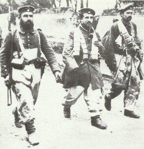 deutsche  Infanteristen für die Schützengräben gekleidet