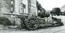 verlassene 105mm leFH 18(M) Haubitze in der Normandie
