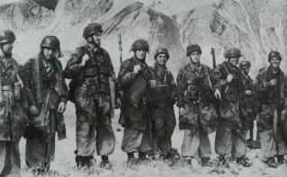 Die deutschen Fallschirmjäger, welche Mussolini befreiten.