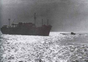 deutsches U-Boot hat ein alliiertes Frachtschiff gestoppt