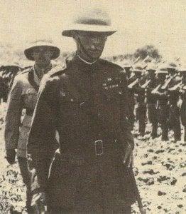 General Hamilton inspiziert Truppen