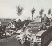 eine Kolonne französischer Renault R-35 Panzer