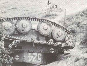 PzKpfw 38(t) nach einem französischen Luftangriff