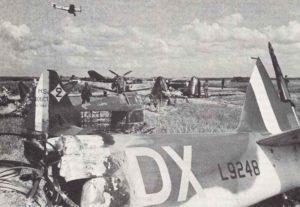 Bf109 setzt auf einem eroberten französischen Flugplatz zur Landung an