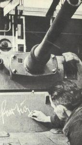 Panzer rollt vom Fließband