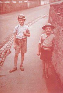 spielende Jungen Kanalinseln
