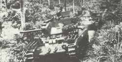 Australische Matilda Mk IV patrouillieren die Dschungel